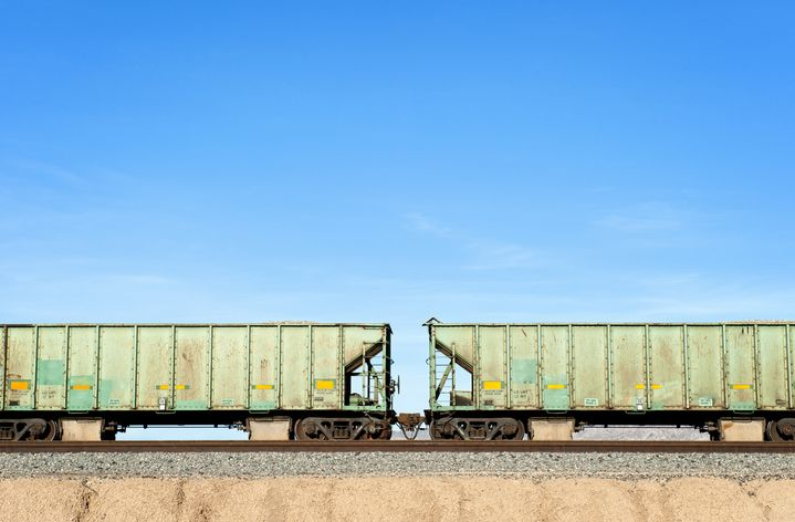 """""""L'objectif est de passer de 9% des marchandises qui transitent aujourd'hui par les rails, à 18% en 2030"""",a déclaré le ministre Jean-Baptiste Djebarri, lundi 13 septembre. (Illustration) (THOMAS WINZ / THE IMAGE BANK RF / GETTY IMAGES)"""