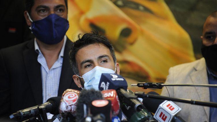 Le Docteur Leopoldo Luque est accusé de négligences par les filles de Diego Maradono. (JAVIER GONZALEZ TOLEDO / AFP)