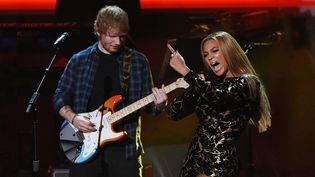 Ed Sheeran et Beyoncé sur scène (février 2015)  (Chris Pizzello/AP/SIPA)