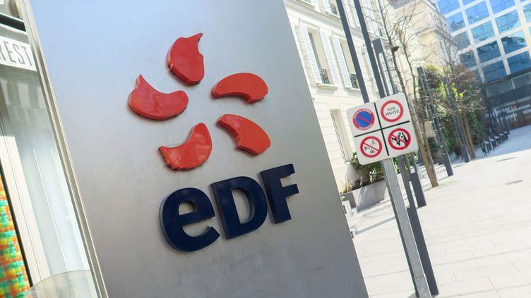 (EDF, endetté, prévoit de réduire davantage ses coûts et ses investissements en échange d'une augmentation de capital © MaxPPP)