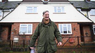 L'ancien conservateur Dominic Grieve tracte pour les élections législatives, le 26 novembre 2019, à Marlow (Royaume-Uni). (DANIEL LEAL-OLIVAS / AFP)