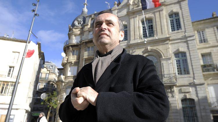 Robert Menard, le 28 janvier 2014, devant la mairie deBeziers. (PASCAL GUYOT / AFP)