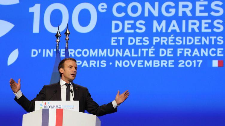 Emmanuel Macron s'exprime devant le 100e congrès des maires, à Paris, le 23 novembre 2017. (LUDOVIC MARIN / AFP)