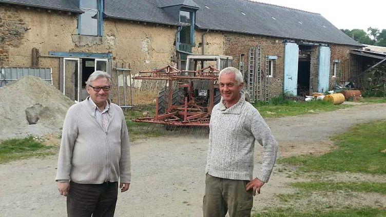 (André Jouanolle (à gauche) et Armel Richomme agriculteurs à Bourgbarré © RF/Anne-Laure Barral)