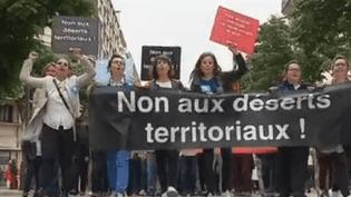 Les comissaires aux comptes manifestent à Paris le 17 mai 2018 (France 2)