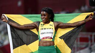 Elaine Thompson-Herah après sa victoire sur le 200 m, le 3 août à Tokyo (JEWEL SAMAD / AFP)