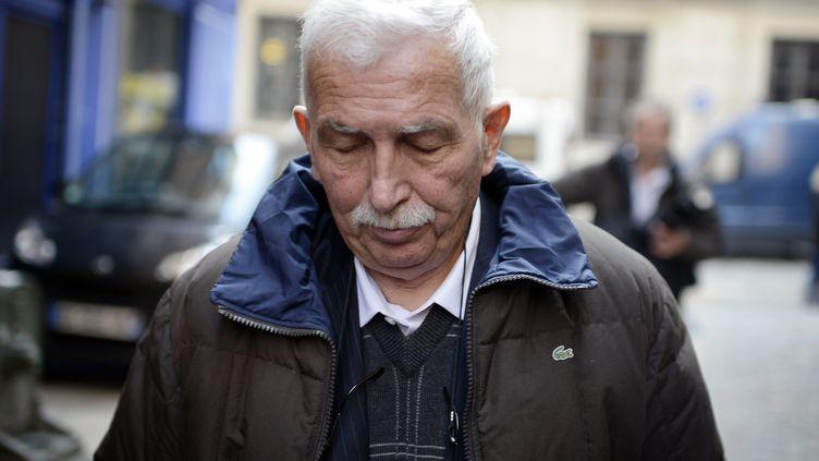 L'ancien entraîneur de tennis Régis de Camaret quitte le palais de justice de Lyon (Rhône), le 15 novembre 2012. (JEFF PACHOUD / AFP)