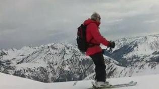 C'est un skieur pas comme les autres, Roger Paltani a 90 ans. Il vit aux pieds des pistes de Luz-Ardiden (Hautes-Pyrénées) et il ne passe pas un jour sans monter sur ses skis. (France 3)