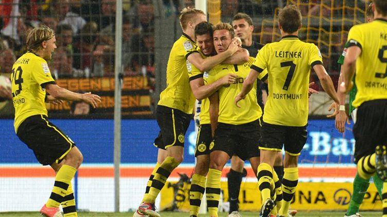 Mario Götze (Dortmund) donne la victoire à son équipe lors du match d'ouverture face au Werder Brême (PATRIK STOLLARZ / AFP)