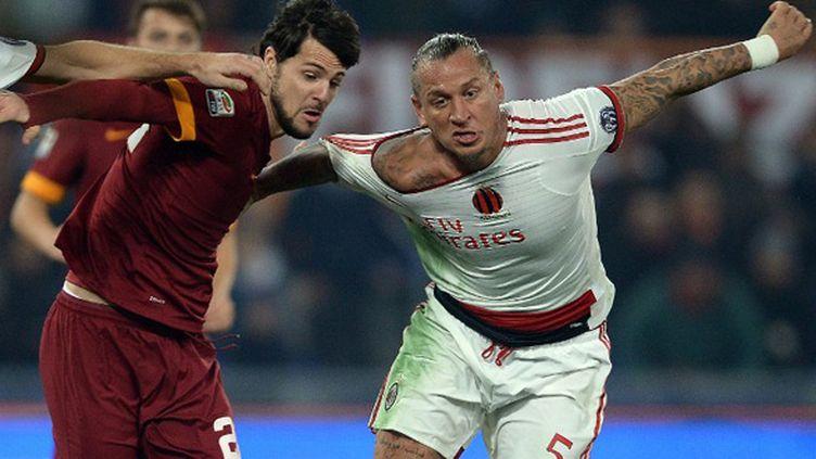 Destro (Roma) et Mexes (AC Milan) (FILIPPO MONTEFORTE / AFP)