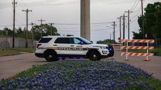 Un véhicule de police près du lieu d'une fusillade à Bryan, au Texas (Etats-Unis), le 8 avril 2021. (TAMIR KALIFA / GETTY IMAGES NORTH AMERICA / AFP)