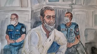 Un dessin d'audience représentant Nordahl Lelandais lors de son procès pour le meurtre du caporal Arthur Noyer, le 4 mai 2021 à Chambéry (Savoie). (MARIE WILLIAMS / AFP)