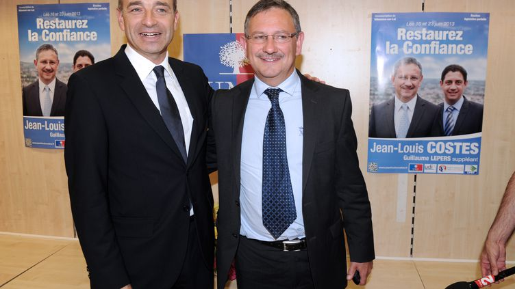 Le président de l'UMP Jean-François Copé (à gauche), le 14 juin 2013 à Villeneuve-sur-Lot, à côté deJean-Louis Costes,le candidat du parti dans la 3e circonscription du Lot-et-Garonne, où il a remporté la législative partielle, le 23 juin. (MEHDI FEDOUACH / AFP)