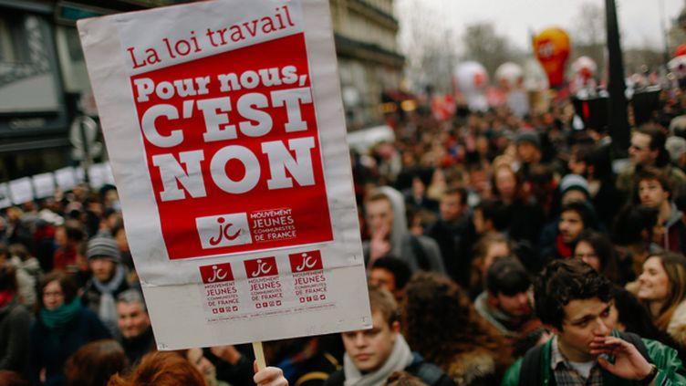 (Des manifestants contre la loi Travail dans les rues © MaxPPP)