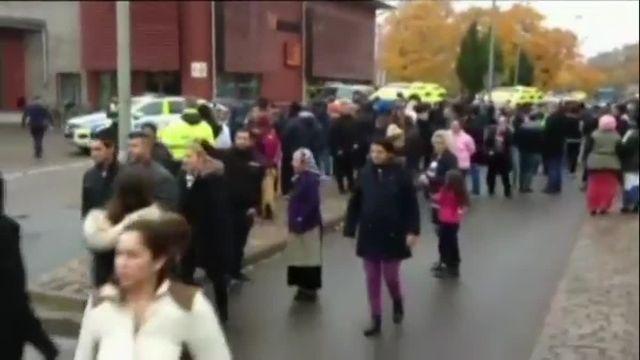 Suède : un homme masqué blesse cinq personnes au sabre dans une école