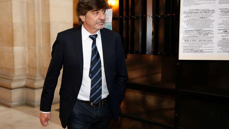 L'ancien numéro 2 de la PJ de Lyon Michel Neyret arrive au palais de justice de Paris le 9 mai 2016. (THOMAS SAMSON / AFP)