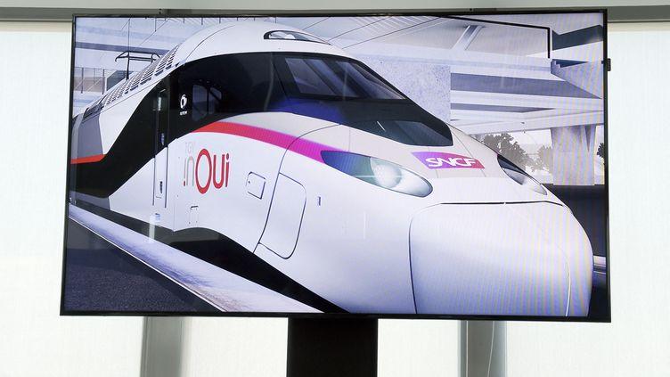 """Le """"TGV du futur"""" présenté en 2018 par la SNCF. (ERIC PIERMONT / AFP)"""