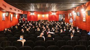 Des spectateurs dans une salle de cinéma à Toulouse, le 14 septembre 2020. (ADRIEN NOWAK / HANS LUCAS / AFP)