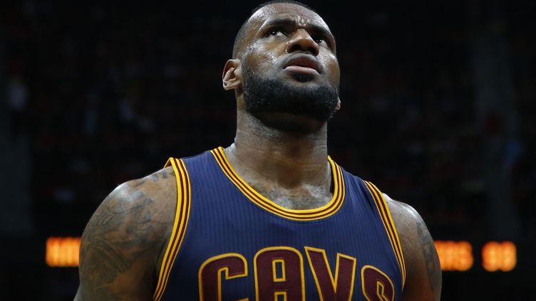 LeBron James toujours lié à Cleveland (KEVIN C. COX / GETTY IMAGES NORTH AMERICA)