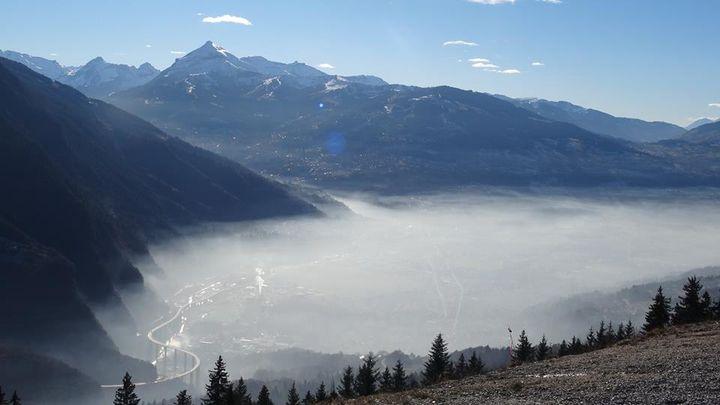 Pollution visible au dessus de Sallanches en Haute-Savoie. (LES SENTINELLES DE LA VALLEE DE L'ARVE)