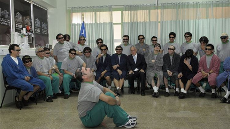 "Les ""33"" le 14 octobre 2010 à l'hôpital de Copiapo (AFP Jose Manuel de la Maza)"
