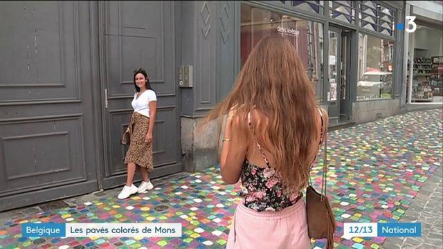 Une rue de Mons fait le buzz grâce à ses pavés colorés