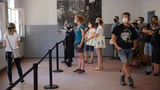 Le musée d'Auschwitz-Birkenau a rouvert ses portes au public le 1 juillet 2020 après presque 4 mois de fermeture. (BARTOSZ SIEDLIK / AFP)