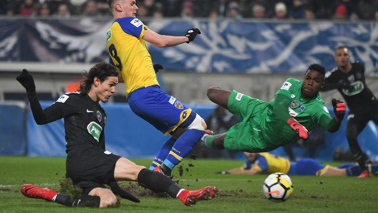 Edinson Cavani (PSG) marque contre Sochaux (PATRICK HERTZOG / AFP)