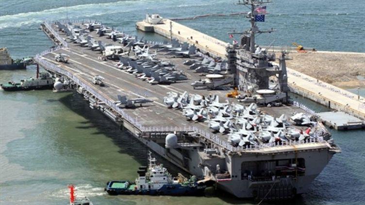 Le porte-avions américain USS George Washington (ici dans le port de Busan en Corée du Sud) participe aux manoeuvres (AFP - CHOI JAE-HO)