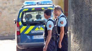 Des gendarmes enquêtent à Mudaison (Hérault) le 7 juillet 2016 après la mort par balle d'un homme. (MAXPPP)