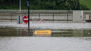 Une rue inondée de Meulun (Seine-et-Marne), le 2 juin 2016. (PHILIPPE MUNIER / CITIZENSIDE / AFP)