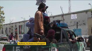Les talibans paradent dans Kaboul (FRANCEINFO)