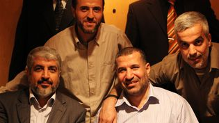 Le chef militaire du Hamas, Ahmad Jaabari (à droite sur la photo), a été tué le 14 novembre 2012 dans un raid israélien. (REUTERS)