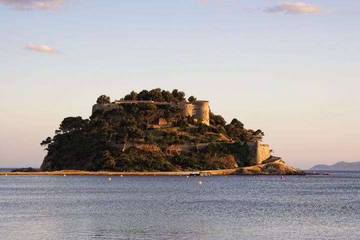 Le Fort de Bregançon, dans le Var. (REDA&CO / UNIVERSAL IMAGES GROUP EDITORIAL)