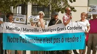 Manifestation mardi 29 août des habitants de la Corderie à Aix-en-Provence devant le bureau du promoteur immobilier  (Capture d'écran / France 2 / Culturebox)