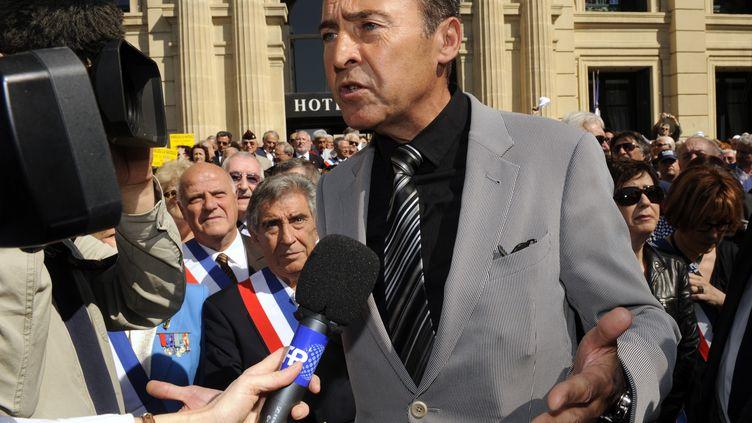 Le député Lionnel Luca, à l'origine de la proposition de loi préconisant de diminuer de 10 % l'indemnité des députés, le 21 mai 2010 à Cannes (Alpes-Maritimes). (ANNE-CHRISTINE POUJOULAT / AFP)