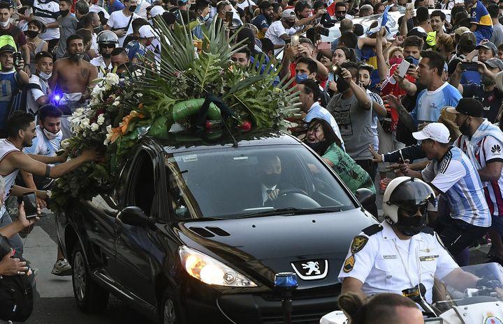Les supporters ont accompagné jusqu'au bout Diego Maradona jeudi, à Buenos Aires. (RAUL FERRARI / TELAM)
