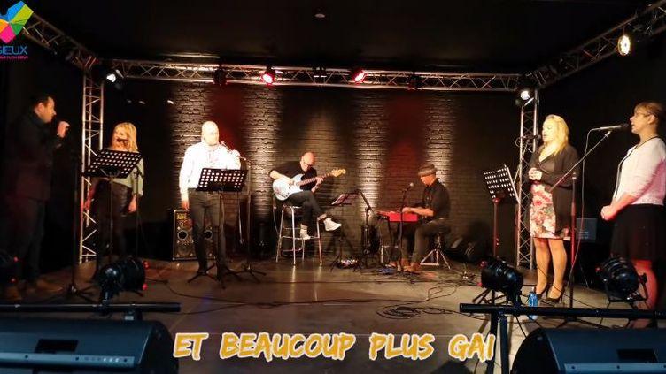 """L'équipe de la mairie deLisieux interprète sa version de """"Oh Happy Day"""", dans une vidéo postée sur YouTube. (CAPTURE D'ÉCRAN)"""