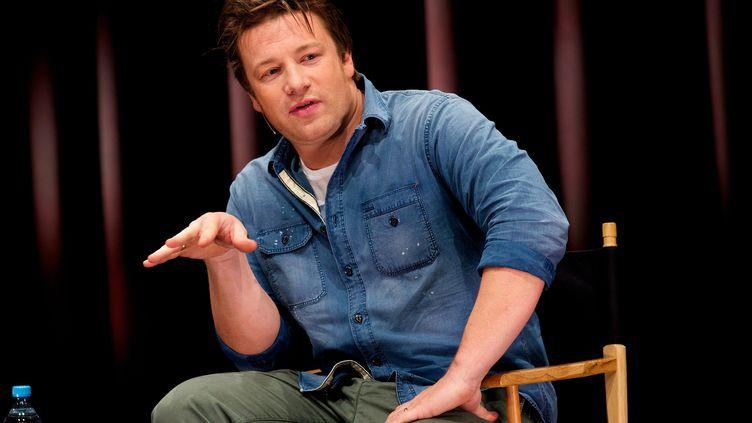 Le chef britannique Jamie Oliver présentesa campagne mondiale pour l'éducation alimentaire, le 20 novembre 2013 à Berlin (Allemagne). (EVENTPRESS RADKE / AFP)