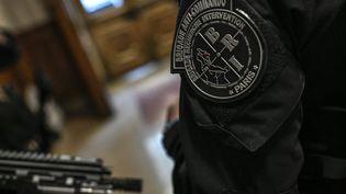 La Brigade de Recherche et d'Intervention (BRI), unité de police française, ainterpellé troisdesquatremembres du commando sur la commune de Chuzelles (38). (STEPHANE DE SAKUTIN / AFP)