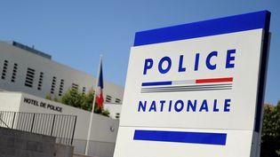 L'entrée du commissariat d'Avignon (Vaucluse), le 28 juin 2011. (GERARD JULIEN / AFP)