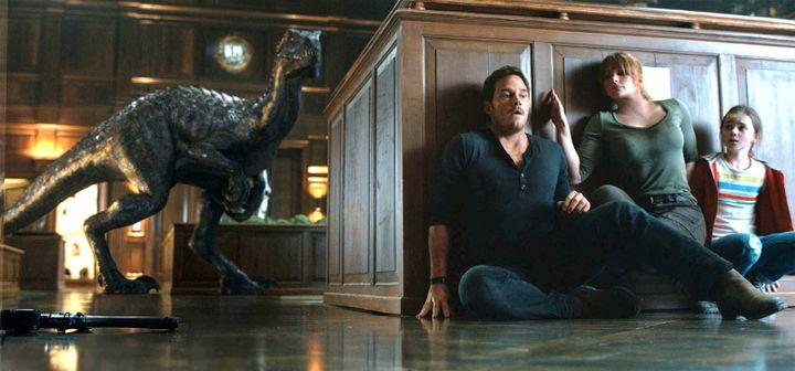 "Chris Pratt, Bryce Dallas Howard et Brooke Norbury dans ""Jurassic World : Fallen Kigdom"" de Juan Antonio Bayona  (Universal Pictures International France)"