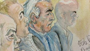 Dominique Strauss-Kahn entre les autres prévenus, au tribunal correctionnel de Lille (Nord). (ELISABETH DE POURQUERY / FRANCETV INFO)