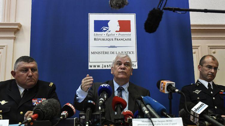 Le procureurJean-Jacques Bosc (au centre), le 15 juin 2017, à Dijon (Côte-d'Or). (PHILIPPE DESMAZES / AFP)