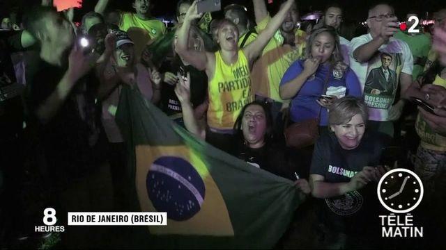 Élection présidentielle au Brésil : le candidat de l'extrême droite Jair Bolsonaro en position de force après le premier tour