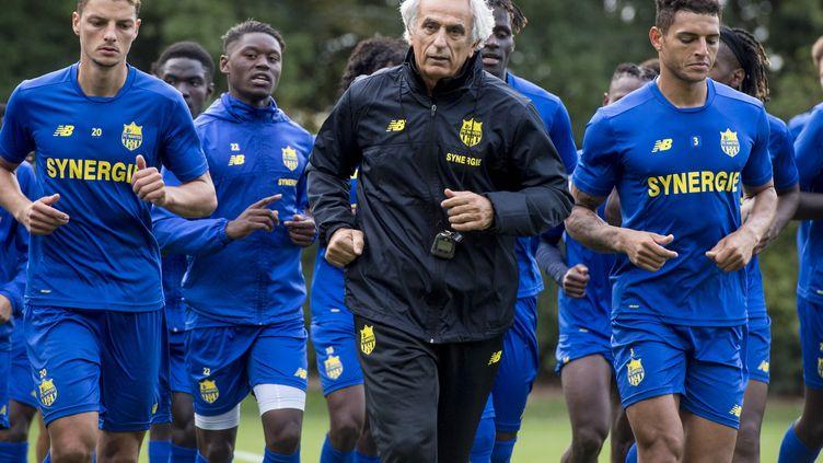 Vahid Halilhodzic travail le physique avec ses joueurs (SEBASTIEN SALOM GOMIS / AFP)