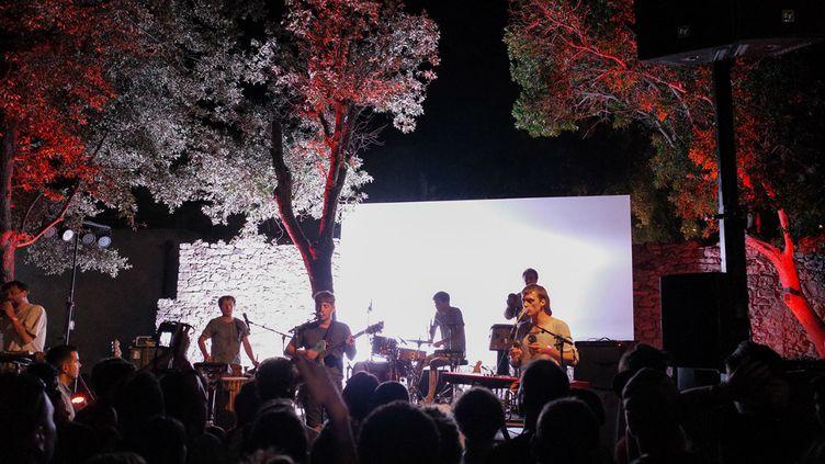 (Le MIDI Festival a notamment accueilli le groupe François and the Atlas Mountains, en 2014 © Sébastien Hirel)