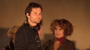 """Alexis Michalik sur le tournage de son premier film """"Edmond"""", dans les salles le 9 janvier.  (LEGENDE Films - EZRA - GAUMONT)"""