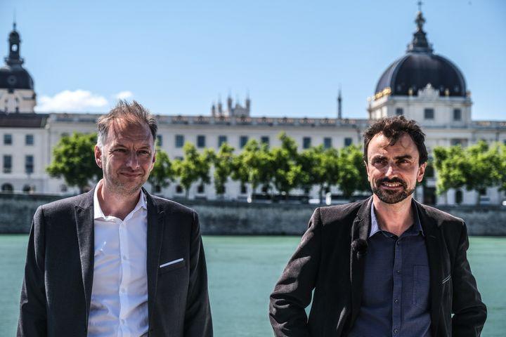 Bruno Bernard (à gauche), candidat écologiste à la présidence du Grand Lyon, et Grégory Doucet (à droite), candidat à la mairie de Lyon, le 22 juin 2020. (ANTOINE MERLET / AFP)