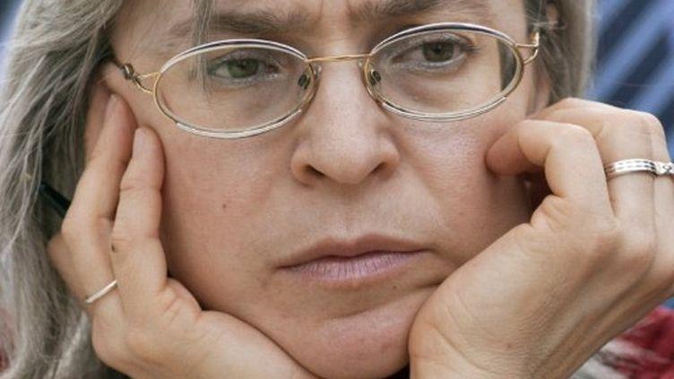 Anna Politkovskaïa en 2005. (JENS SCHLUETER / DDP / AFP)